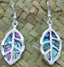 E7 puriri leaf earrings