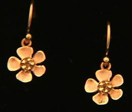E15 Small gold ti tree earring