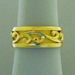 R251a Gold Koru wedding band