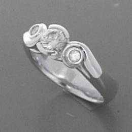 Koru ring with three Diamonds