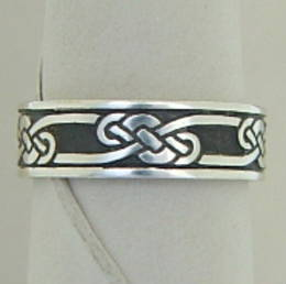 R302 The Celtic Kiwi,  Stg Silver Celtic knot band.